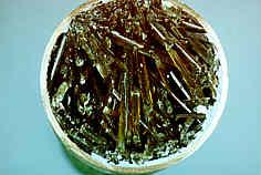 Gipskristalle im Kupferrohr der Espan-Quelle