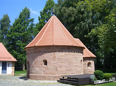 Die romanische Rundkapelle in Altenfurt im SE von Nürnberg.