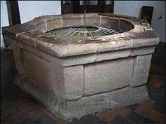Der sechseckige, aus Worzeldorfer Quarzit erbaute Brunnenkranz des ATiefen Brunnen@ auf der Kaiserburg zu Nürnberg; Foto: A. Baier/Erlangen.
