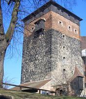 """Der """"Fünfeckige Turm"""" der 1420 zerstörten Burggrafenburg zu Nürnberg."""