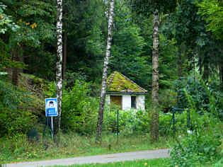 Brunnenhäuschen der ehemaligen kommunalen Wasserversorgung im Trockental N' Schirradorf/Ofr.