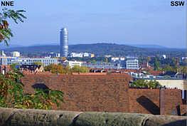 Blick von der Freiung der Burg zu Nürnberg über die östliche Altstadt zum Schmausenbuck