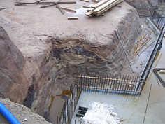 Unterer Burgsandstein in der Baugrube des Delfinariums des Tiergarten am Schmausenbuck