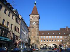 """Der """"Laufer Schlagturm"""" der """"vorletzten Stadtbefestigung"""" von Nürnberg."""