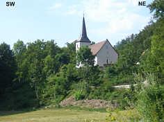 Die auf dem kleinen Burgstallhügel 1050 m SSE' Leutenbach/Ofr. erbaute St. Moritz-Kapelle im Moritzbachtal.