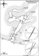 """Grundlinienplan des """"Schneiderloch"""" (C 11) ENE' Streitberg/Ofr. nebst Störungs- und Klufttektonik."""